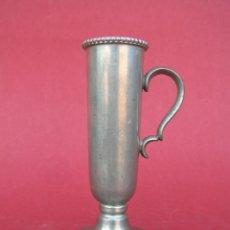 Antigüedades: PRECIOSO CANDELERO DE PELTRE VICTORIANO 9,5 CM.. Lote 177474569