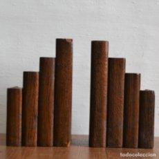 Antigüedades: ANTIGUA PAREJA DE SUJETALIBROS EN MADERA DE ROBLE. Lote 177505282