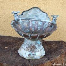 Antigüedades: ANTIGUA PILA JABONERA DE NÁCAR CON GRIFOS MÓVILES. Lote 177512600