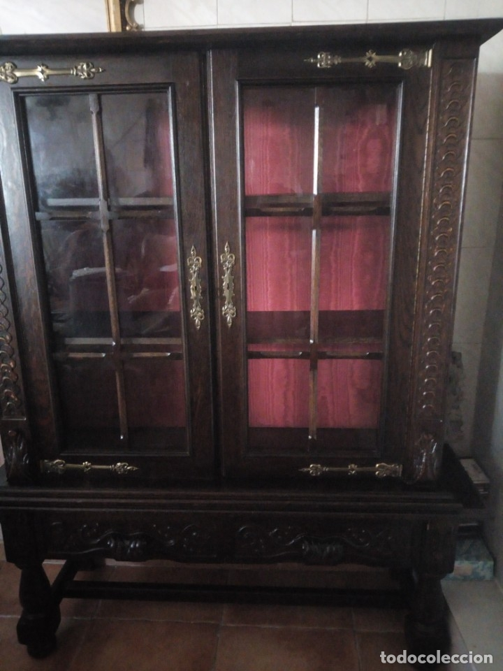 Antigüedades: Antigua vitrina de madera noble tallada a mano,bisagras de bronce,con 2 cajones.siglo xix, - Foto 5 - 177515889