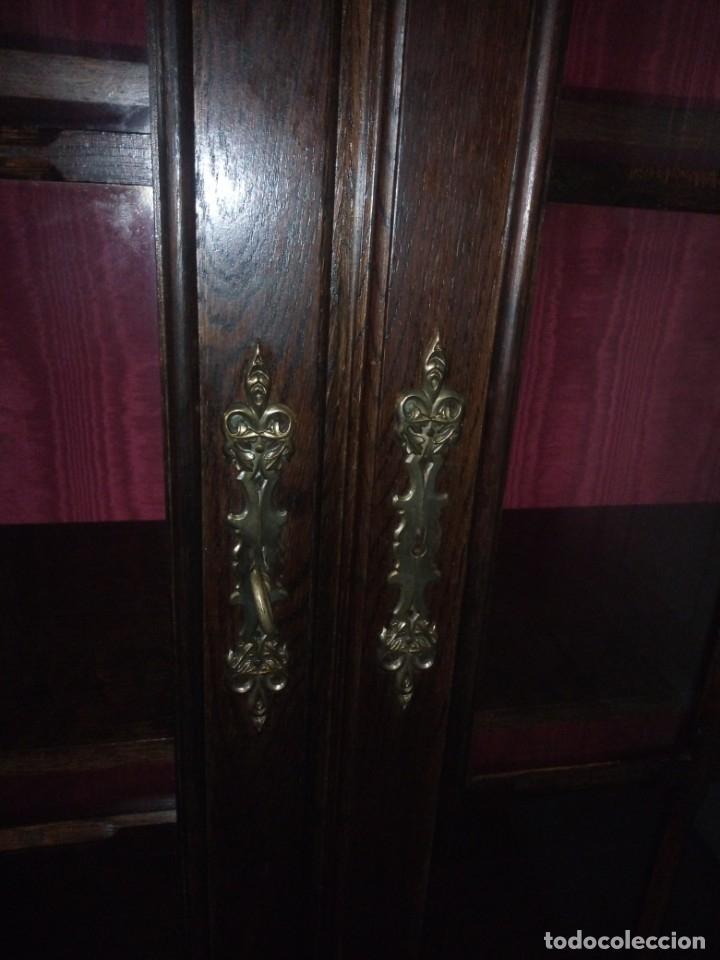 Antigüedades: Antigua vitrina de madera noble tallada a mano,bisagras de bronce,con 2 cajones.siglo xix, - Foto 12 - 177515889