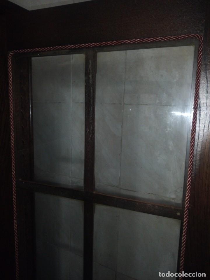 Antigüedades: Antigua vitrina de madera noble tallada a mano,bisagras de bronce,con 2 cajones.siglo xix, - Foto 17 - 177515889