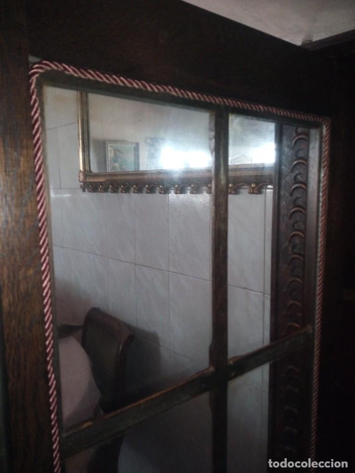 Antigüedades: Antigua vitrina de madera noble tallada a mano,bisagras de bronce,con 2 cajones.siglo xix, - Foto 18 - 177515889