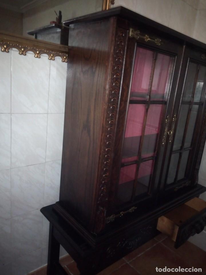 Antigüedades: Antigua vitrina de madera noble tallada a mano,bisagras de bronce,con 2 cajones.siglo xix, - Foto 19 - 177515889