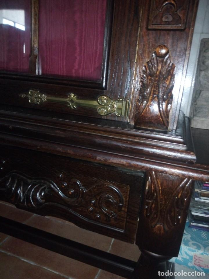 Antigüedades: Antigua vitrina de madera noble tallada a mano,bisagras de bronce,con 2 cajones.siglo xix, - Foto 20 - 177515889