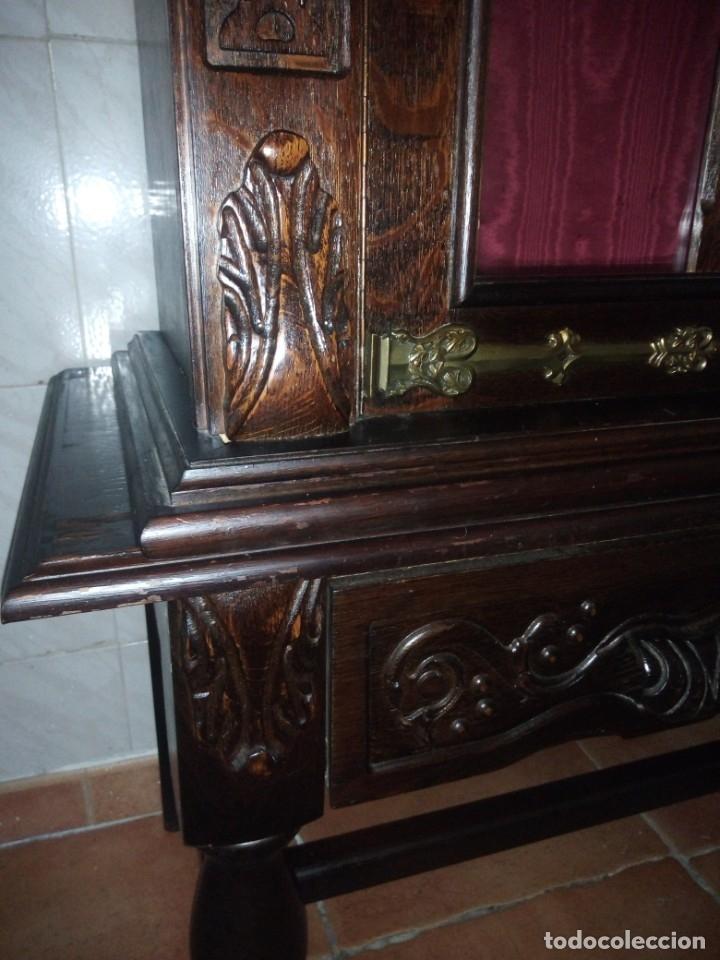 Antigüedades: Antigua vitrina de madera noble tallada a mano,bisagras de bronce,con 2 cajones.siglo xix, - Foto 21 - 177515889