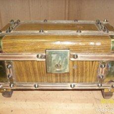 Antigüedades: ANTIGUA CAJITA DE MUSICA CON FORMA DE BAUL. Lote 177520047
