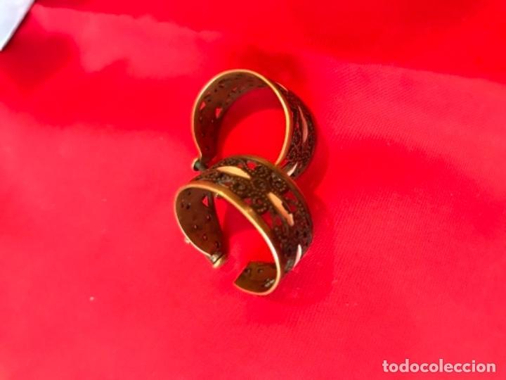 Antigüedades: Antiguos pendientes damasquinados toledo romanos aro tipo anillo bronce ver - Foto 3 - 177546385
