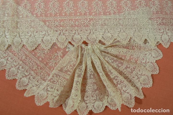 Antigüedades: ENCAJE BORDADO SOBRE TUL IDEAL VIRGEN - Foto 3 - 177587869