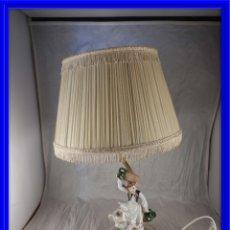 Antigüedades: LAMPARA CON PIE DE FIGURA DE PORCELANA. Lote 177602920