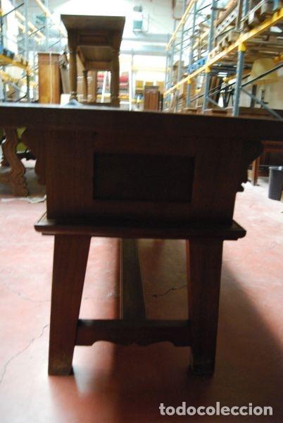 Antigüedades: Mesa baja de madera rectangular con los frentes tallados - Foto 5 - 177608307