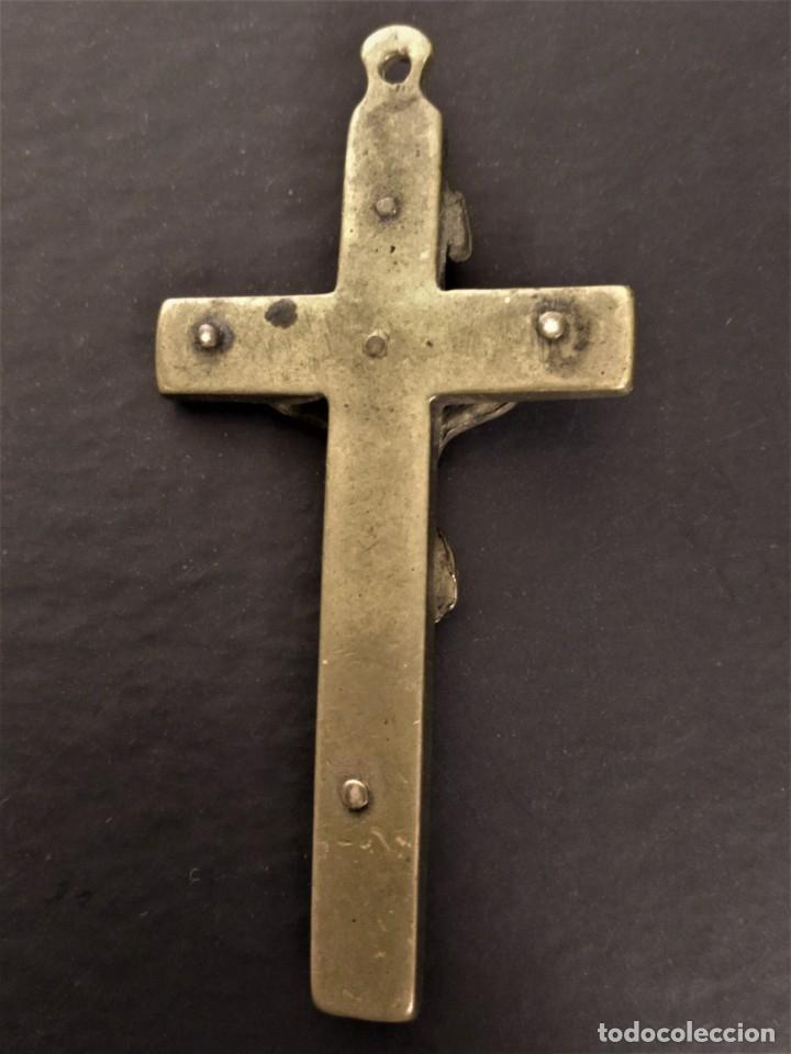 Antigüedades: CRUCIFIJO COLGANTE SIGLO XIX . Bronce y madera. - Foto 4 - 177608659
