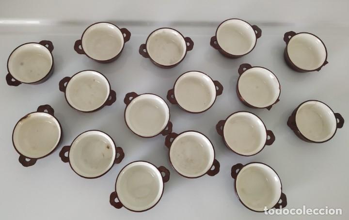 Antigüedades: Curioso juego de 16 cazuelitas cazuelas de Sarreguemines. Francia - Foto 2 - 177617260