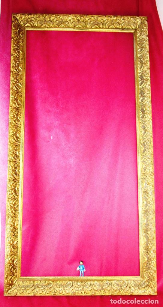 ENORME MARCO ANTIGUO MADERA DORADA (Antigüedades - Hogar y Decoración - Marcos Antiguos)