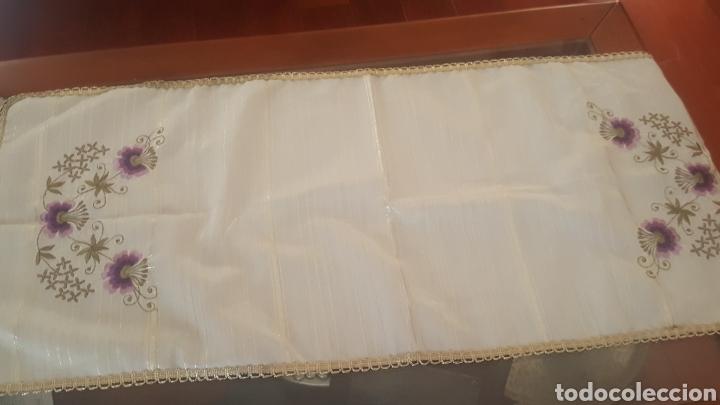Antigüedades: Camino de mesa antiguo bordado a mano - Foto 2 - 177658277