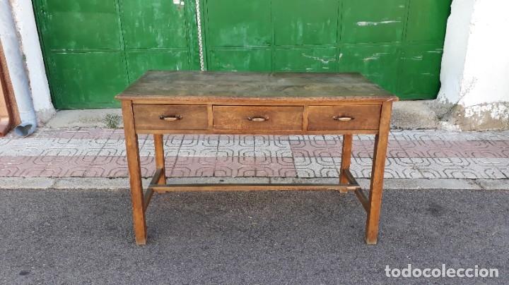 Antigüedades: Escritorio antiguo estilo industrial. Mesa tocinera antigua. Mesa de taller cocina vintage. - Foto 2 - 194156236