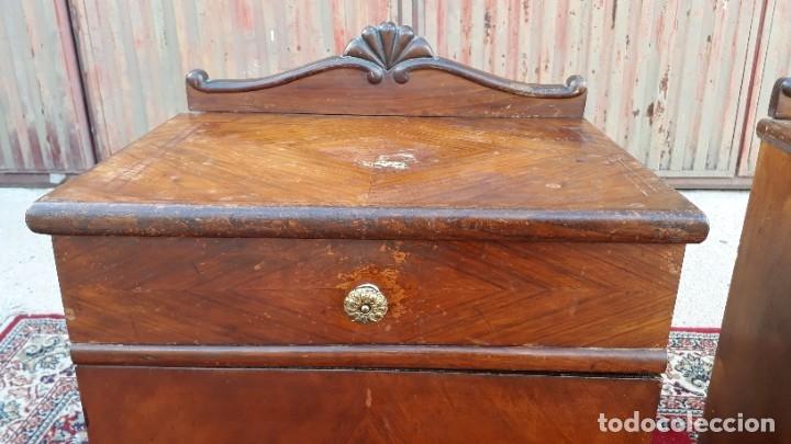 Antigüedades: 2 dos mesillas de dormitorio antiguas estilo art decó. Pareja de mesitas de noche antiguas vintage. - Foto 10 - 177668248