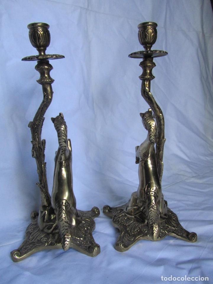 Antigüedades: Magnífica pareja de portavelas en bronce con caballos (32 cm de altura) - Foto 8 - 177671009