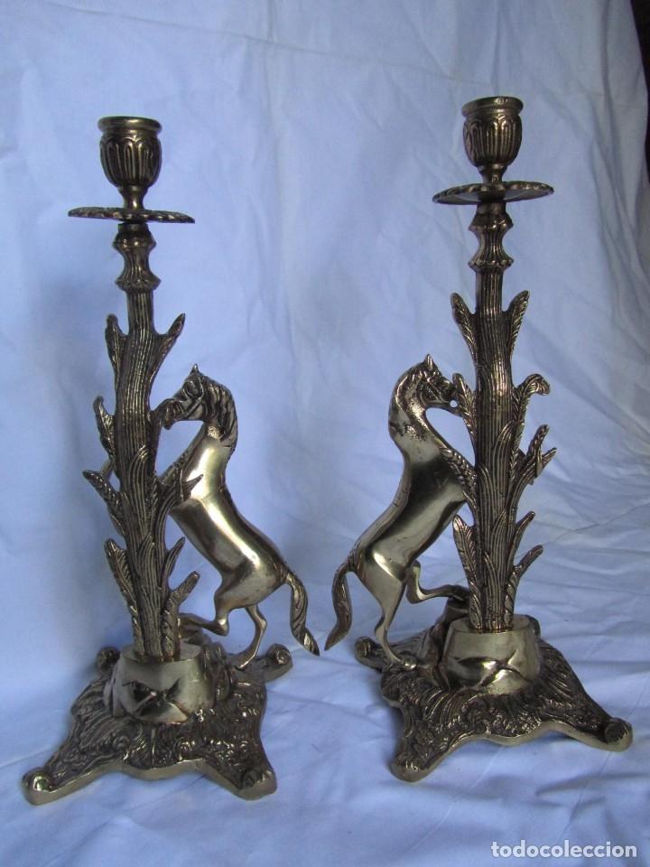 Antigüedades: Magnífica pareja de portavelas en bronce con caballos (32 cm de altura) - Foto 9 - 177671009