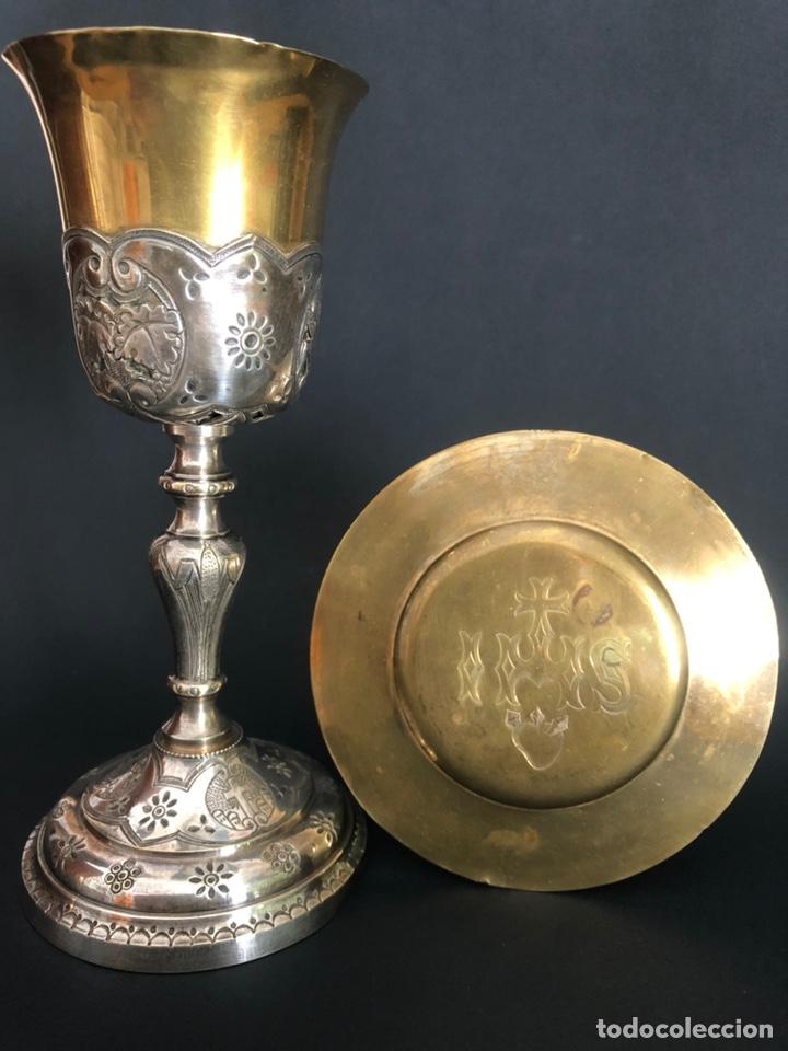 Antigüedades: Precioso y coqueto cáliz del S. XIX con su patena - Foto 2 - 177696724