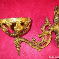 Antigüedades: LAMPARA APLIQUE SIGLO XVIII XIX HIERRO DORADO CANDELABRO ALTAR VOTIVA IGLESIA. Lote 177708902