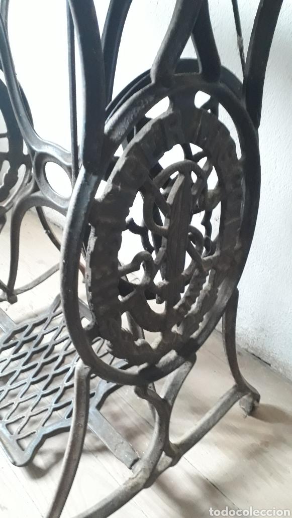 Antigüedades: Antigua máquina de coser Singer - Foto 4 - 177720947