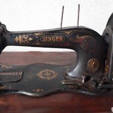 Antigüedades: ANTIGUA MÁQUINA DE COSER SINGER. Lote 177720947