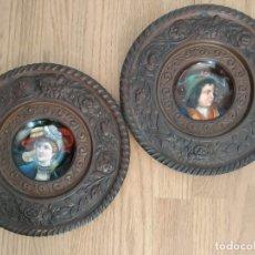 Antigüedades: SET DOS PLATOS ANTIGUOS CON RETRATO EN PORCELANA Y LATON/COBRE CIRCA 1880-1910. Lote 177747120