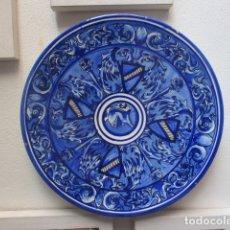 Antigüedades: PLATO ANTIGUO CERAMICA TRIANA. Lote 177750315