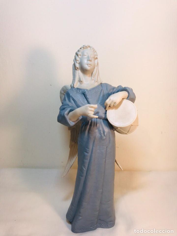 FIGURA PORCELANA-ESPAÑA- ALGORA - ANGEL MÚSICO TAMBOR- 23 CM (Antigüedades - Porcelanas y Cerámicas - Algora)