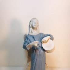 Antigüedades: FIGURA PORCELANA-ESPAÑA- ALGORA - ANGEL MÚSICO TAMBOR- 23 CM. Lote 177776087