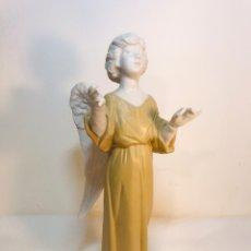 Antigüedades: FIGURA PORCELANA-ESPAÑA- ALGORA - ANGEL MÚSICO DIRECTOR- 23 CM. Lote 177777399