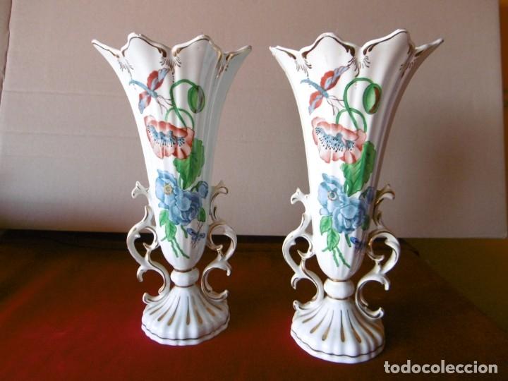 ANTIGUA PAREJA DE JARRONES. (Antigüedades - Porcelanas y Cerámicas - Otras)