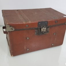 Antigüedades: BAÚL TAMAÑO PEQUEÑO CON REMATES EN METAL VER 23 X 15 X 14 CM. Lote 177812233