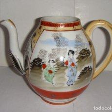 Antigüedades: ANTIGUA TETERA DE PORCELANA. JAPONES. PINTADA A MANO. CON SELLO EN LA BASE.. Lote 177829619