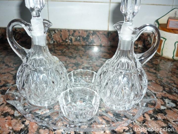 Antigüedades: Conjunto de vinajeras de cristal y dos saleros de pellizco con bandeja a juego - Foto 3 - 177837880