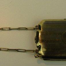 Antigüedades: BOLSO POLVERA VANITY CON CADENA EN METAL BAÑADO EN ORO. (AÑOS 1920-1930). Lote 177859804