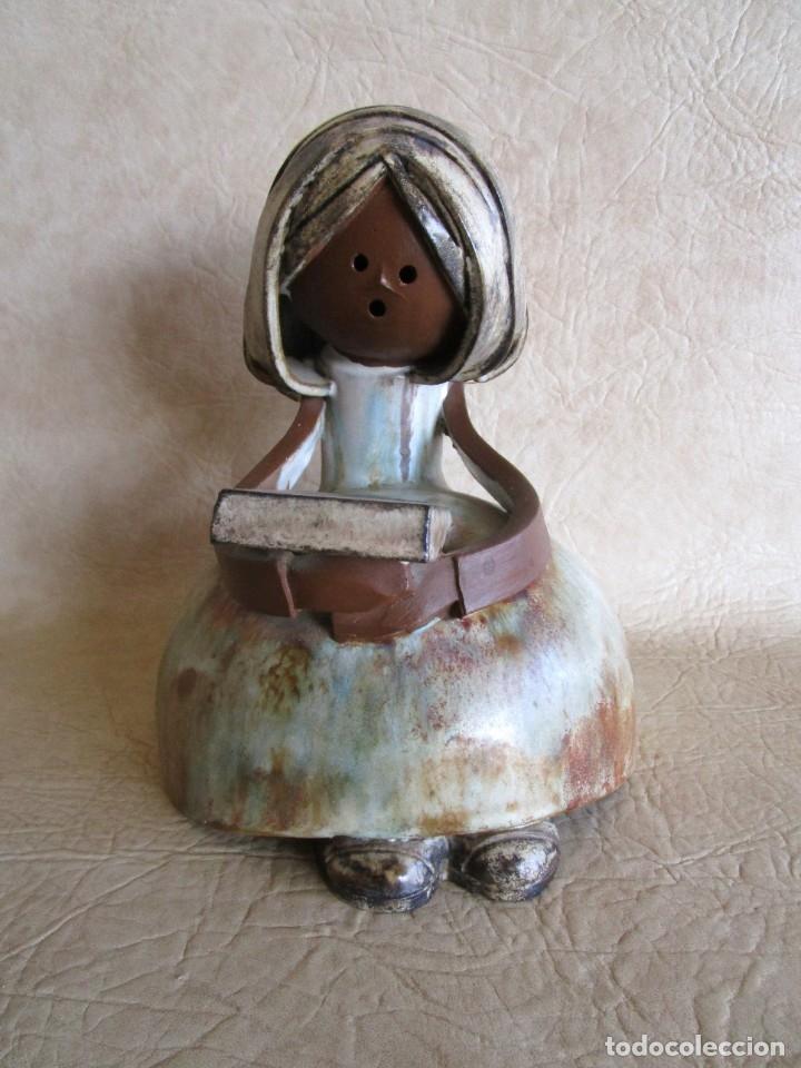 FIGURA CERAMICA MUJER CON LIBRO FIRMADO ELISA (Antigüedades - Porcelanas y Cerámicas - Otras)