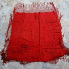 Antigüedades: ANTIGUO MANTON ROJO BORDADO A MANO. Lote 177863982