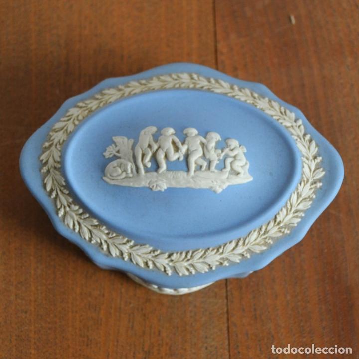 CAJA JOYERO WEDGWOOD AZUL RELIEVE * PORCELANA INGLESA SELLADA (Antigüedades - Porcelanas y Cerámicas - Inglesa, Bristol y Otros)
