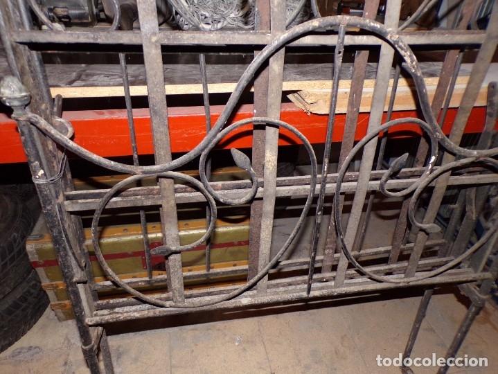Antigüedades: cama hierro forjado individual - Foto 2 - 177872819