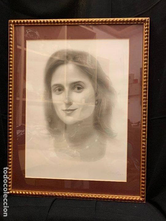 Antigüedades: Precioso marco dorado, ideal para cuadro o espejo. Contiene un retrato original, firmado. - Foto 2 - 177940958