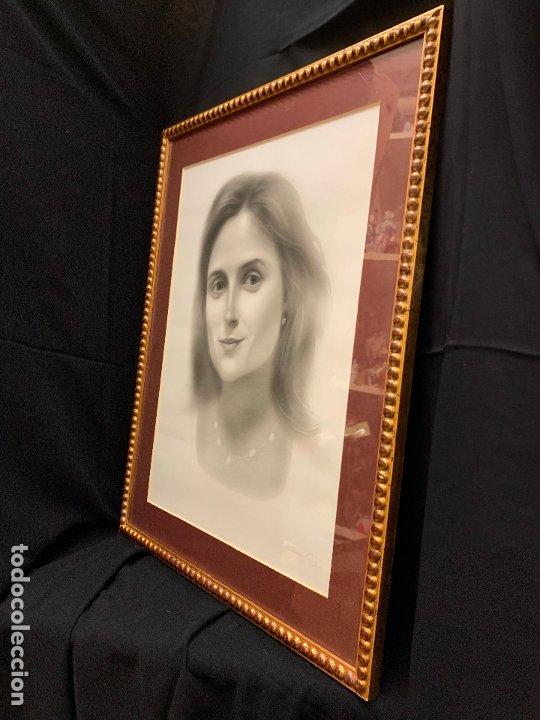 Antigüedades: Precioso marco dorado, ideal para cuadro o espejo. Contiene un retrato original, firmado. - Foto 5 - 177940958