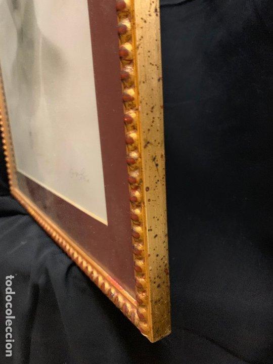 Antigüedades: Precioso marco dorado, ideal para cuadro o espejo. Contiene un retrato original, firmado. - Foto 2 - 177941015