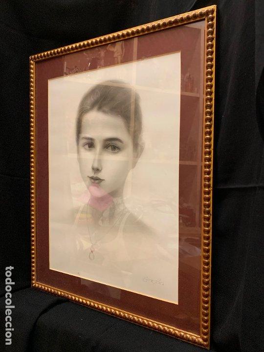 Antigüedades: Precioso marco dorado, ideal para cuadro o espejo. Contiene un retrato original, firmado. - Foto 3 - 177941015