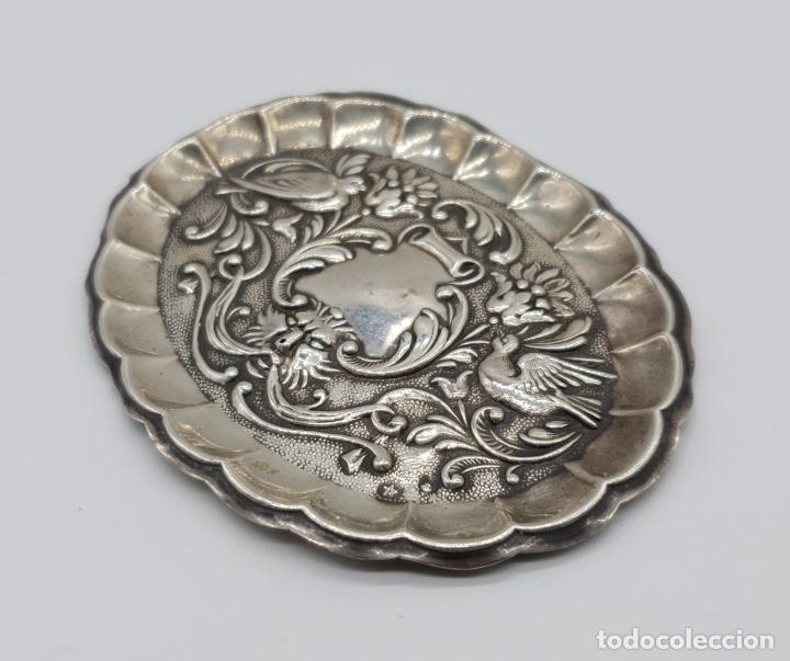 Antigüedades: Bella bandejita alhajera antigua art nouveau en plata de ley contrastada con motivos repujados . - Foto 2 - 177943184