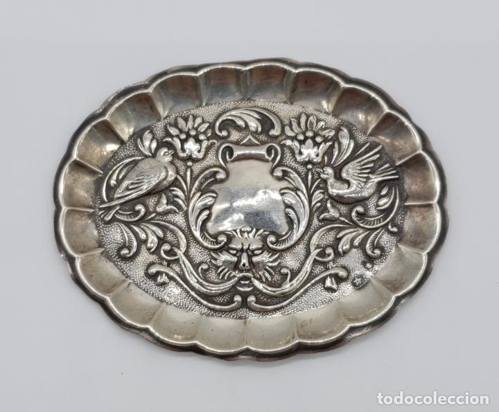 Antigüedades: Bella bandejita alhajera antigua art nouveau en plata de ley contrastada con motivos repujados . - Foto 3 - 177943184