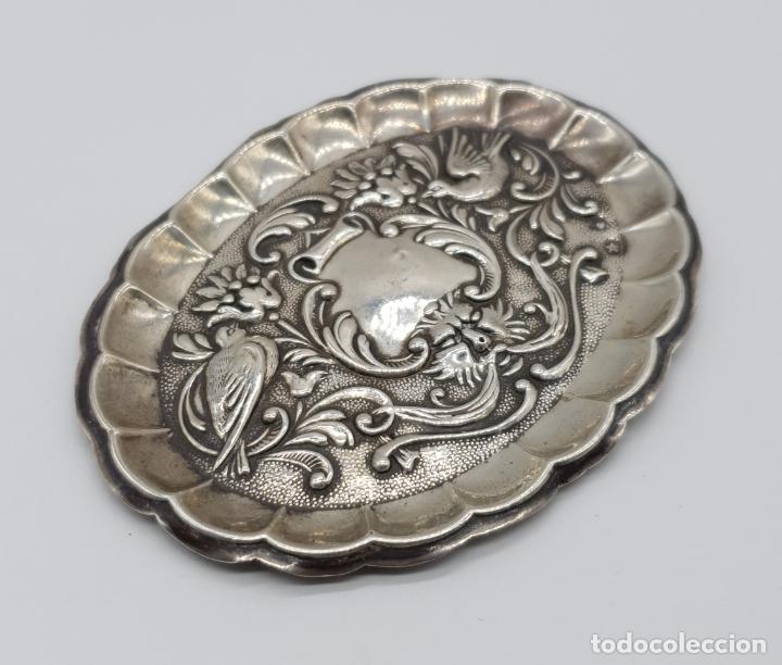 Antigüedades: Bella bandejita alhajera antigua art nouveau en plata de ley contrastada con motivos repujados . - Foto 4 - 177943184