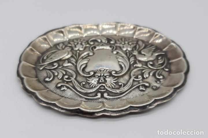 Antigüedades: Bella bandejita alhajera antigua art nouveau en plata de ley contrastada con motivos repujados . - Foto 5 - 177943184