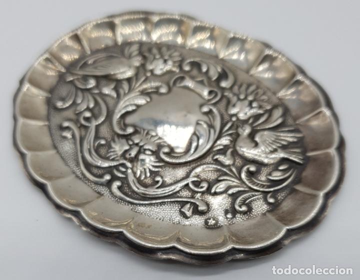 Antigüedades: Bella bandejita alhajera antigua art nouveau en plata de ley contrastada con motivos repujados . - Foto 7 - 177943184